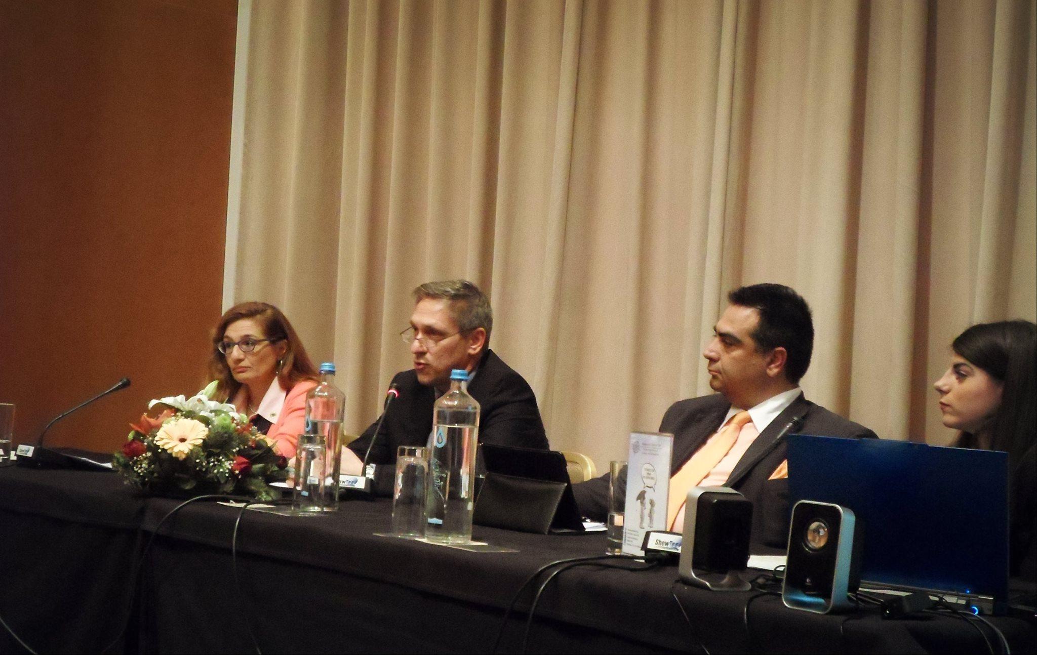 """Το πάνελ των ομιλιτών: η κ. Πάλλη Λίνα, Γενική Γραμματέας του """"Ινστιτούτου Logistics Management Ελλάδος – ILME, ο κ. Αρβανιτάκης Άρης, διευθύνων Σύμβουλος του ''Phoenix Register S.A.' και ο κ. Χουλιαράς Θεόδωρος , πρόεδρος του """"Ινστιτούτου Ναυτιλιακών και Οικονομικών Μελετών – IMES CLUB"""""""